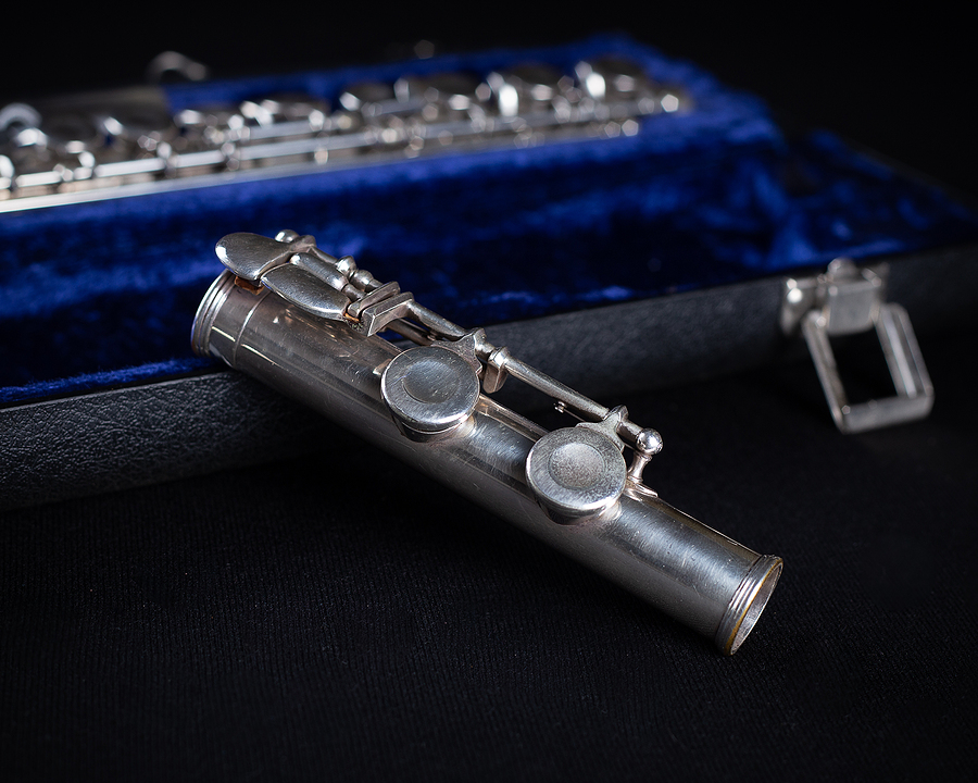 Signet Selmer Special Sterling Silver Flute with Blue Crushed Velvet Hard Case piece
