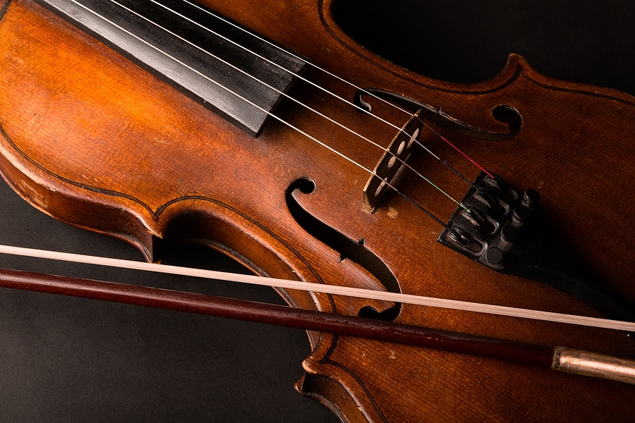 Violin with bow, hair highlighted